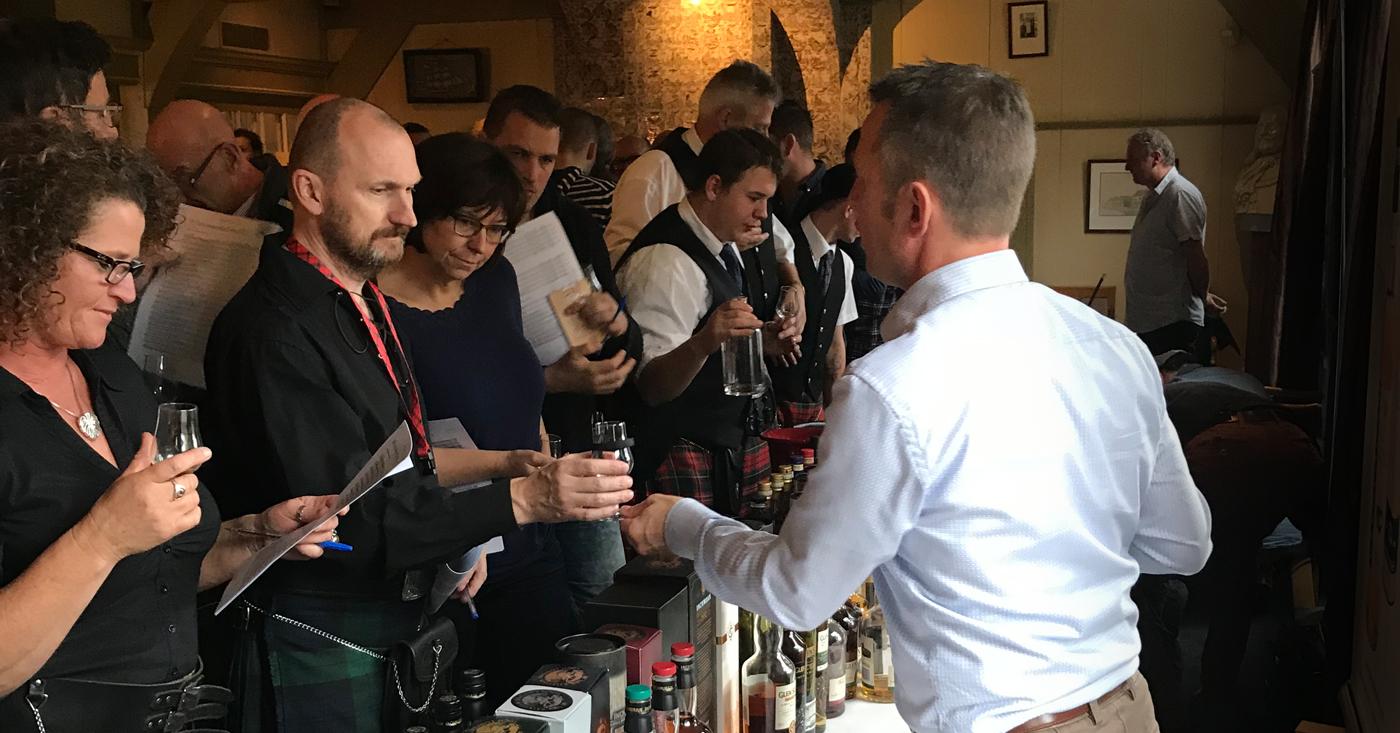 Applaus voor  Glencadam 14 YO Oloroso Finish tijdens whiskyproeverij Slijterij Vonk uit Zaandam