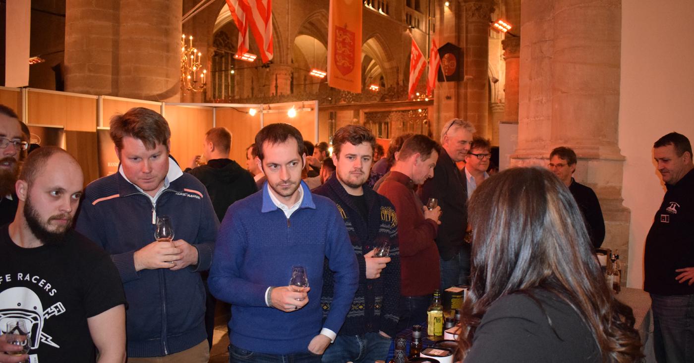 Tomintoul Peaty Tang in de belangstelling op Hielander Whisky Festival in Alkmaar