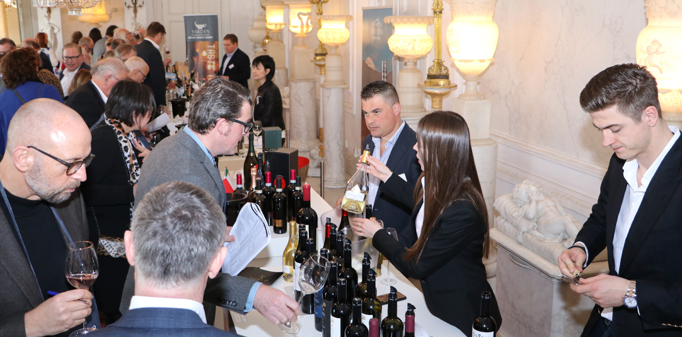 Proeven en toelichten op de Monnik Wine Xperience 2019