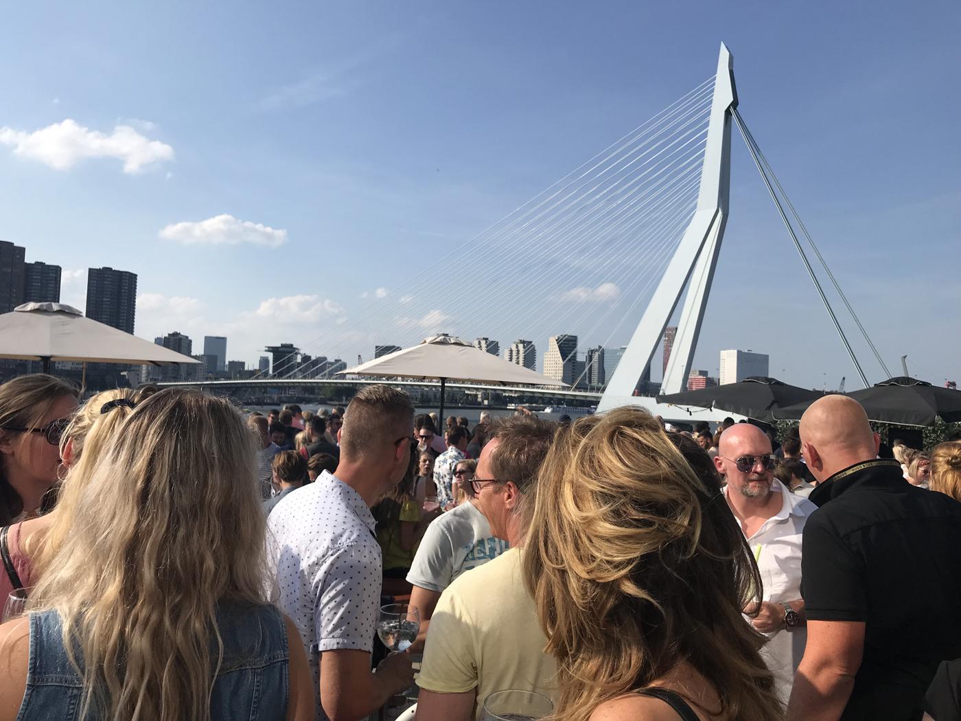 Rotterdam ontdekt Edinburgh Rhubarb & Ginger Liqueur_skyline Rotterdam