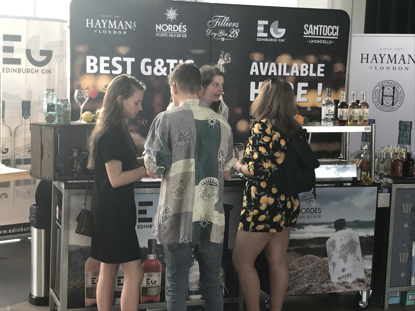 Rotterdam ontdekt Edinburgh Rhubarb & Ginger Liqueur_stand De Monnik Dranken met Floor en ginliefhebbers